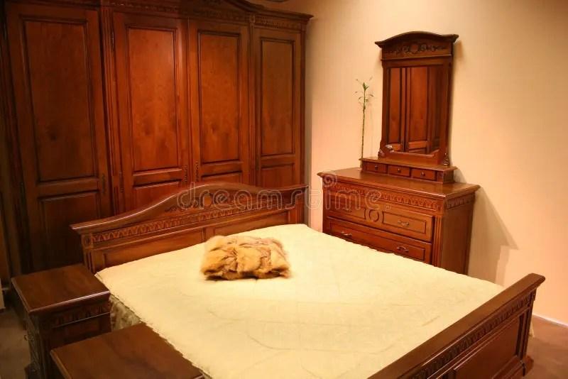 360 chambre coucher en bois rouge
