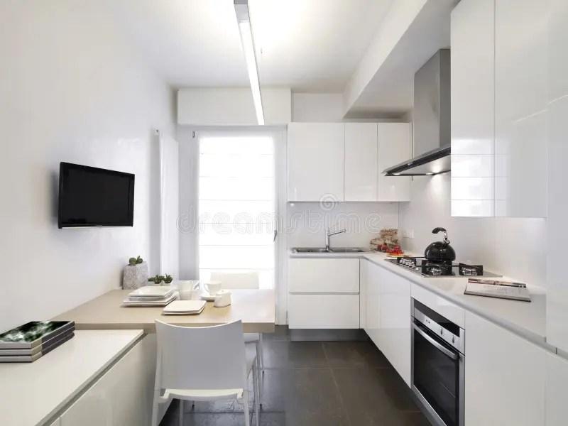 Cucina bianca moderna immagine stock Immagine di
