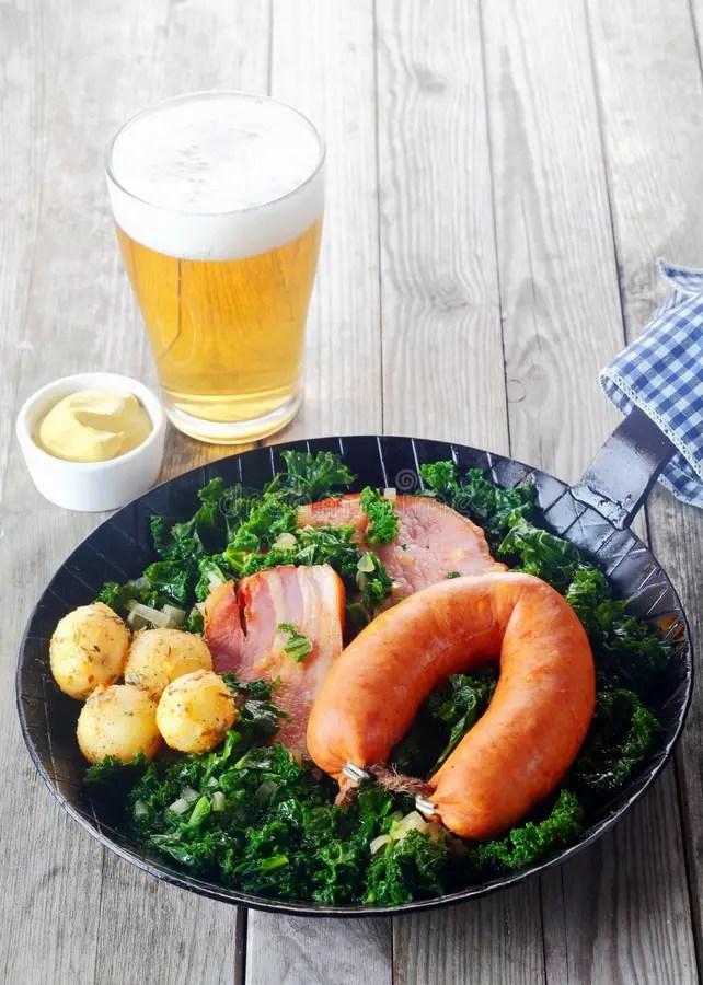 Cucina Tedesca Con Senape E Birra Dal Lato Fotografia Stock  Immagine di patate grigio 49984618