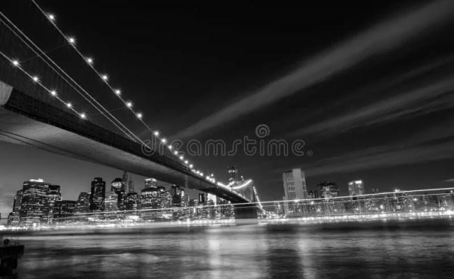 De Stad Van New York De Brug Van Brooklyn Bij Nacht New