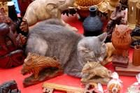 Die Nette Lustige Graue Katze, Die Unter Antikem Dekor ...