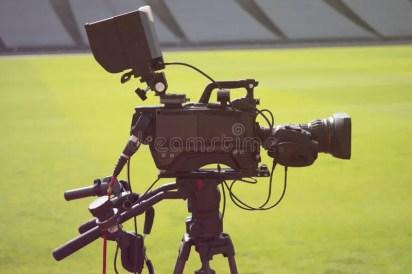 Cámara De Televisión En El Estadio Durante Partidos De Fútbol Foto de  archivo - Imagen de partidos, cámara: 131774226