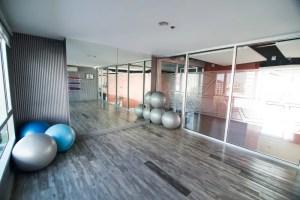 yoga empty classroom vuota yogaraum leerer ioga vazia sala studio mat fitness aula stanza open ball dell immagine floor imagem