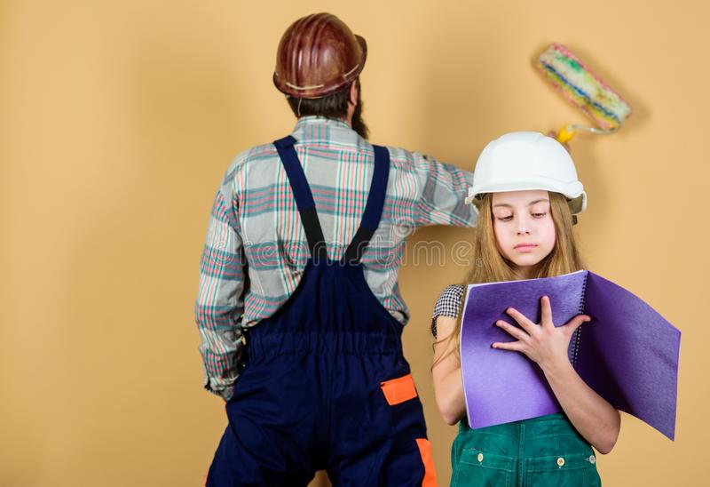 Mensen die huis herstellen stock foto Afbeelding