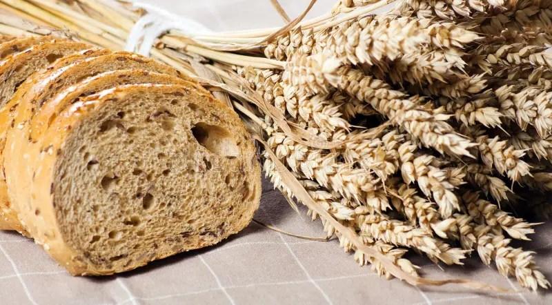 Gesundes Ganzes Korn Schnitt Brot Mit Sonnenblumensamen Auf Braunem N Stockbild  Bild 29510913