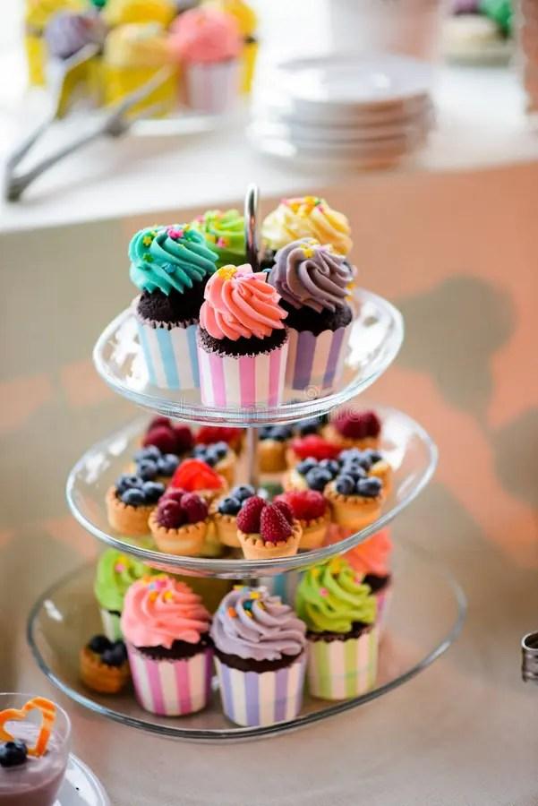 Kleine Kuchen Und Fruchttrtchen Stockbild  Bild von nett brombeere 46791409