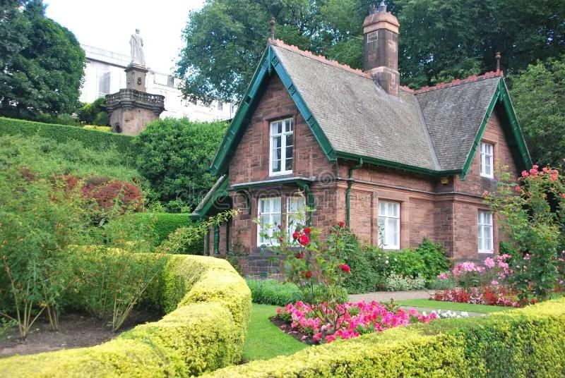 Kleines Häuschen Stockfoto Bild Von Häuschen, Park, Dekor