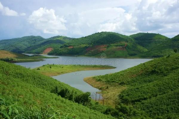 lake enclosed mountain
