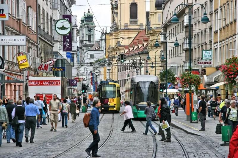 Linz Oostenrijk redactionele fotografie Afbeelding bestaande uit streetcar  41683447