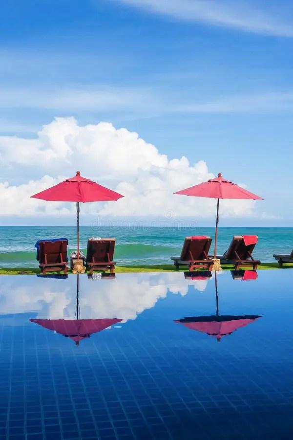 Piscina Tropicale Vicino Alla Spiaggia Immagine Stock  Immagine di caldo salotto 6614351