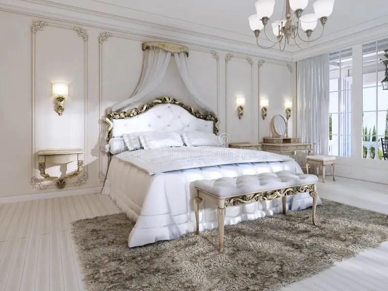 Luxueuze Slaapkamer In Witte Kleuren In Een Klassieke