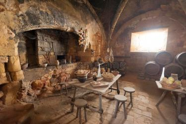 castle medieval kitchen dining room keuken middeleeuwse cozinha cocina sala cucina comedor medievales jantar interior eetkamer medievais france shutterstock pranzo