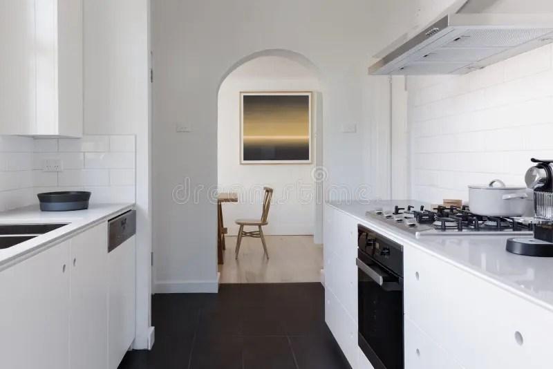 Eigentijdse Keukenwoonkamer Stock Afbeelding  Afbeelding