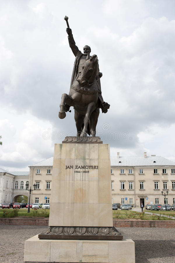 Jan Zamoyski Monument En Zamosc, Polonia Escultura Al Gran ...