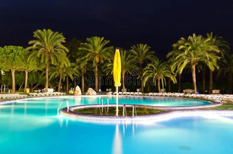 Mooi Tropisch Zwembad