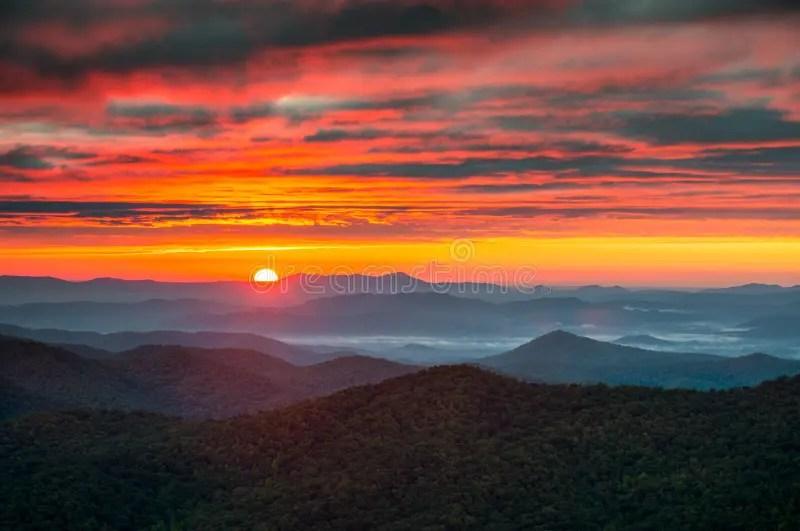 Fall Mountains In The Sun Wallpaper North Carolina Blue Ridge Parkway Autumn Sunrise Mountains