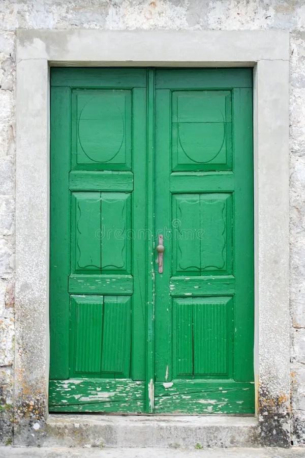 Oude groene voordeur stock foto Afbeelding bestaande uit