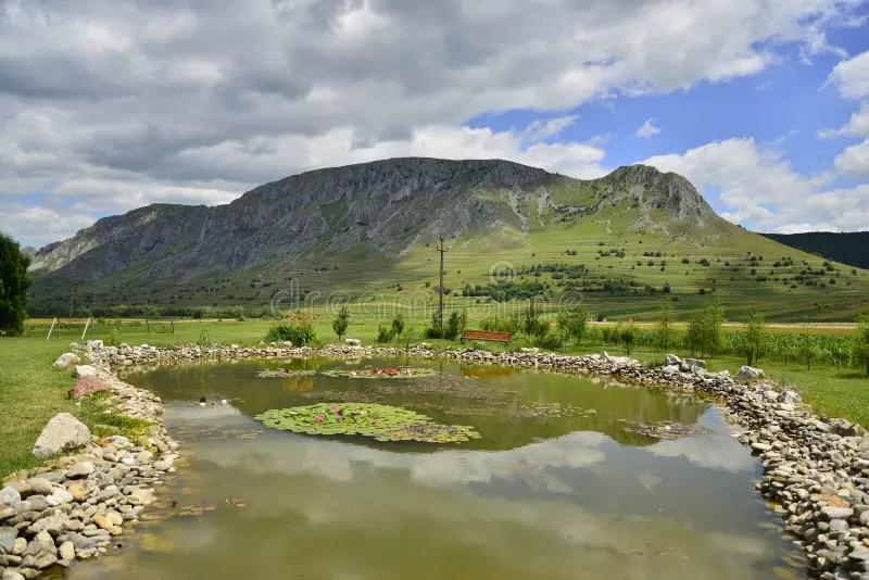 Paesaggio Della Montagna Con Il Lago Artificiale Immagine Stock  Immagine di roccie vista