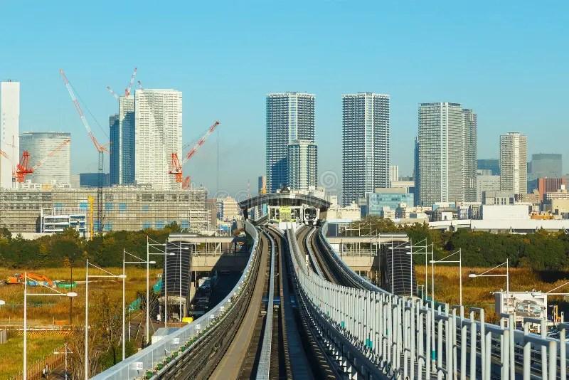 Paesaggio Urbano Dal Treno Di Alianti Della Monorotaia Di Yurikamome In Odaiba Lisola