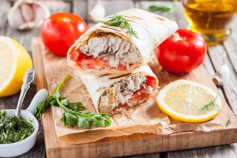 Pesce In Pane In Una Pita Cucina Turca Immagine Stock