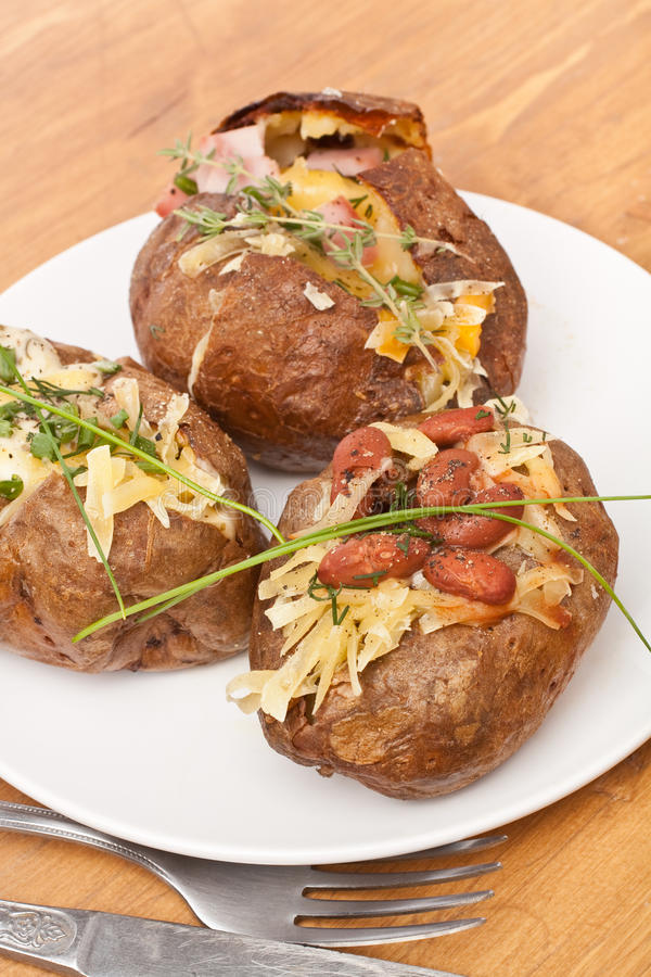 Patate En Robe De Chambre : patate, chambre, Portion, Pommes, Terre, Chambre, Cuites, Image, Stock, Fondu,, Régime:, 42619735