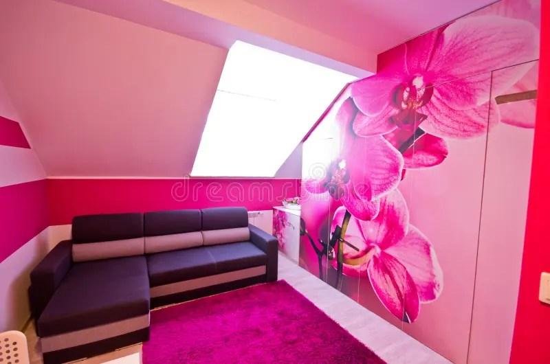 Roze girly slaapkamer stock foto Afbeelding bestaande uit
