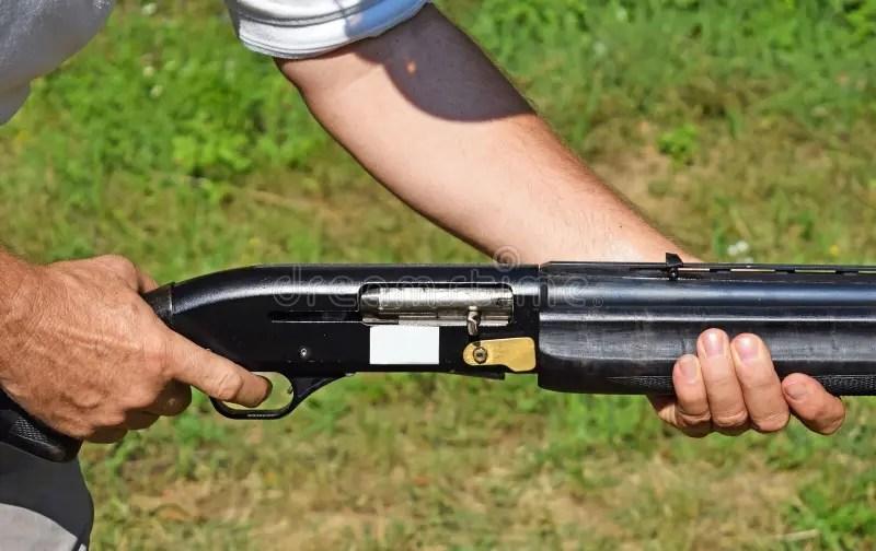 Skjuta med ett vapen arkivfoto. Bild av fara. barometriska - 82830950