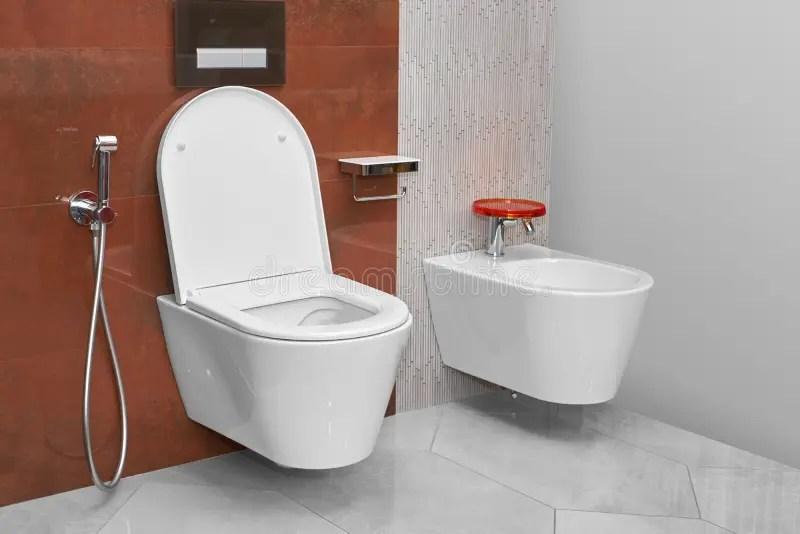 Toilette E Bidet In Un Bagno Moderno Fotografia Stock  Immagine di architettura eleganza 78062396