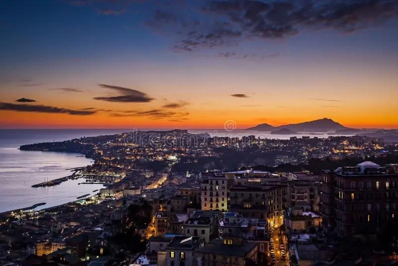 Tramonto su Napoli fotografia stock Immagine di scena