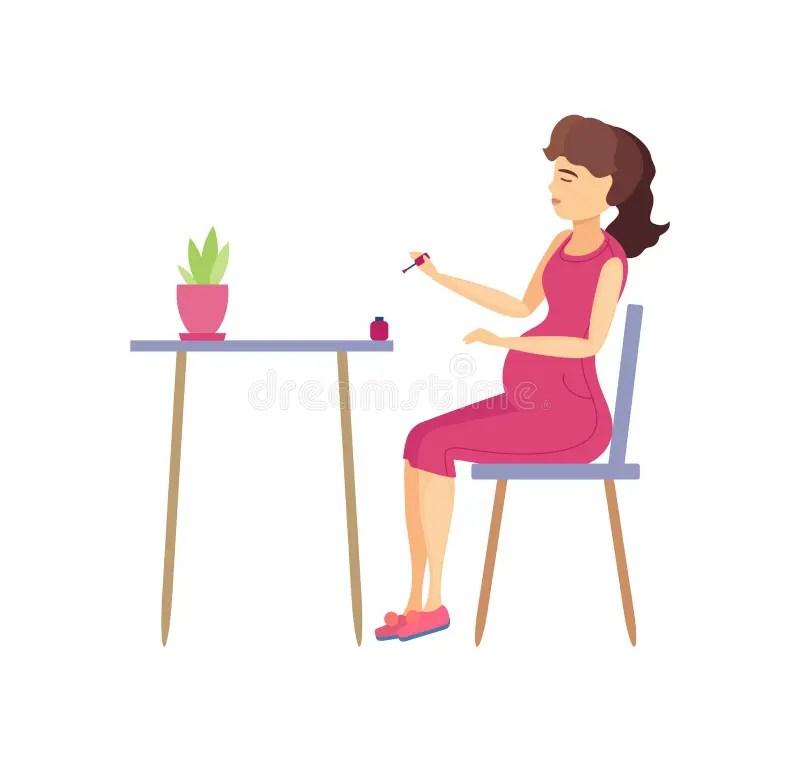une femme enceinte assise sur une
