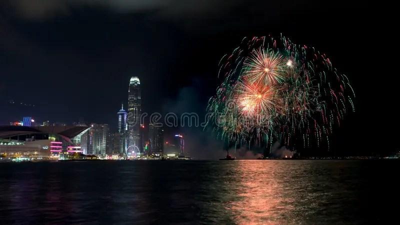 Nachtmening En Vuurwerk Bij De Haven Van Victoria Stock Afbeelding - Afbeelding bestaande uit chinees. zaken: 79293149