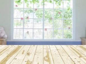 interior window blurry wood houten fondo onscherpe lijstbovenkant della madera sobremesa appoggio legno piano sul achtergrond hintergrund binnenlandse venster borroso