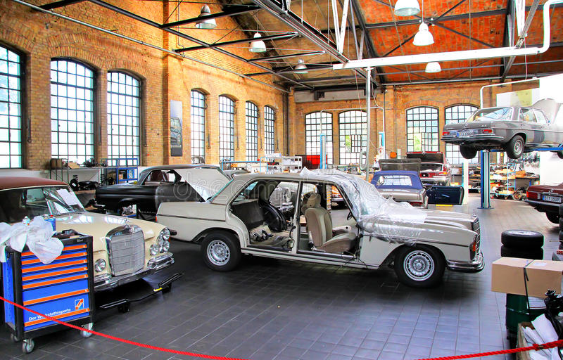 Workshop Of The Museum Of Vintage Cars Classic Remise