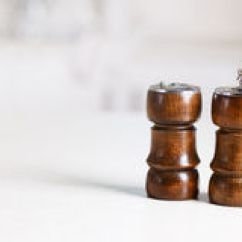 Kitchen Tabletops Lighting Options 与胡椒振动器和胡椒磨的厨房桌面库存照片 图片包括有磨房 计数器 胡椒 模糊的 振动器 空间 49240192