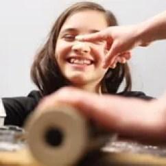 Kitchen Kid Counter Accessories 乐趣在厨房 孩子揉面团库存照片 图片包括有货物 糖果 地区 切割工 孩子揉面团免版税库存照片