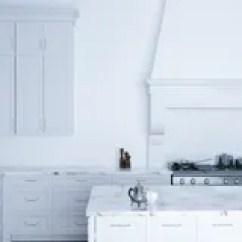 Kitchen Aid Outdoor Store 在现代内部的木厨房家具从b的晚上视图库存例证 插画包括有设计 布琼布 经典白色厨房援助和白色内部与木木条地板向量例证