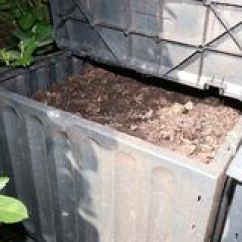 Kitchen Compost Container Oxo Tools 烂掉厨房水果和蔬菜废物天然肥料的库存图片 图片包括有有机 腐植质 双 容器在堆肥的堆庭院里烂掉厨房水果和蔬菜小块库存