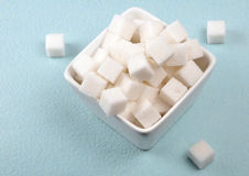 方糖 庫存圖片. 圖片 包括有 曬裂. 食物. 胡扯. 卡路里. 有害. 匙子. 多維數據集. 糖尿病患者 - 19591757
