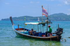 在泰國海島海灘的旅行小船。熱帶海岸亞洲landsc 庫存照片. 圖片 包括有 藍色. 鹽水湖. 異乎尋常 - 32070876