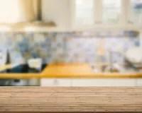 kitchen island counter chrome faucet 木桌面有厨房背景 库存照片. 图片 包括有 器物, 木头, 背包, 家庭, 细木家具, 机柜, 顶层, 厨房 ...