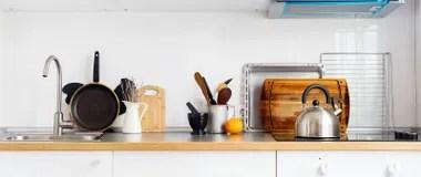 kitchen accent table cushioned mat 厨房盘 表商品 杂货和另外材料在桌面复制空间库存照片 图片包括有舒适 横幅厨房静物画土气盘表商品库存图片