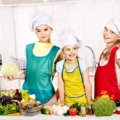 Kitchen Kid Flooring Options For 烹调在厨房的孩子库存照片 图片 53064909 烹调在厨房的孩子 免版税库存照片