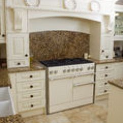 Turquoise Kitchen Decor Italian 农厂房子内部 白色ktichen有花岗岩上面的内阁 库存图片. 图片 包括有 花岗岩, 顶层, 装饰, 厨房 ...