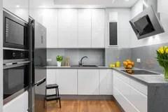 summer kitchen ideas swags and valances 厨房室内设计的完善的想法与木家具库存图片 图片包括有厨房 灌肠器 现代样式想法的白色厨房库存照片