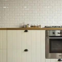 Corner Hutch Kitchen Hanging Lights In 白色厨房的角落厨房是与丝毫的装饰库存照片 图片包括有任何地方 详细 白色厨房的角落厨房是与丝毫的装饰库存图片