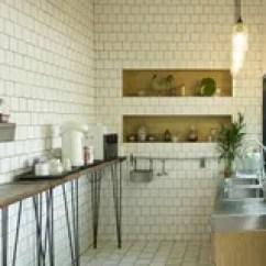 Corner Hutch Kitchen Remodel Cost 白色厨房的角落厨房是与丝毫的装饰库存照片 图片包括有任何地方 详细