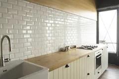 corner hutch kitchen barn doors 白色厨房的角落厨房是与丝毫的装饰库存照片 图片包括有任何地方 详细