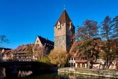 Nrnberg Altes Mittelalterliches Krankenhaus Entlang Dem Fluss Deutschland Lizenzfreie