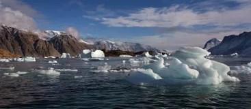 Barca Fra Gli Iceberg Groenlandia Di Crociera Fotografia Editoriale  Immagine 22100822