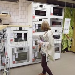 Kitchen Ovens Bench Table 女性购物家具宜家现代商店厨房烤箱股票视频 图片包括有经济 装备 零售 客户 国内 购物车 121617061
